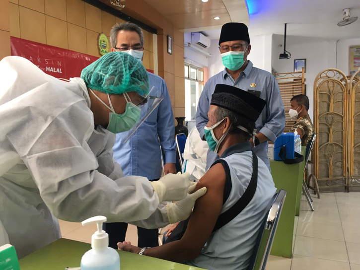 Akses Vaksinasi Covid-19 untuk Lansia Semakin Dipermudah