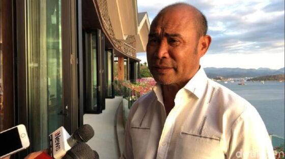 Gubernur NTT, Viktor B Laiskodat, mencopot Kepala BPBD yang ia nilai lambat tangani bencana. (detik.com)