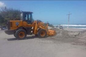 Wheel Loader Rusak, Pantai Parangtritis Terancam Penuh Sampah