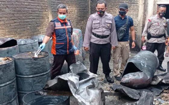 Tim Inafis dan Polsek Tanon melakukan olah kejadian perkara di lokasi kebakaran di Dukuh Pilangsari RT 031, Desa Ketro, Tanon, Sragen, Sabtu (8/5/2021). (Istimewa/Polsek Tanon)