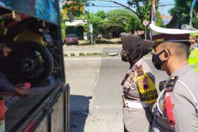 Petugas Amankan Truk Berisi Pemudik, Hewan Peliharaan dan Motor