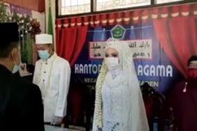Pengantin di Banyumas Tunda Akad Nikah demi Indonesia Raya