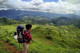Melihat Puncak Gunung di Jateng dari Pucak Janglangas Pemalang