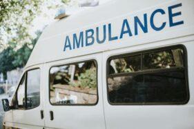 Mobil Ambulans RSUD dr. Moewardi Solo Kecelakaan di Karanganyar Saat Hendak Antar Jenazah