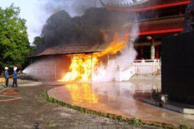 Tempat Penyalaan Lilin Kelenteng Sam Po Kong Semarang Terbakar