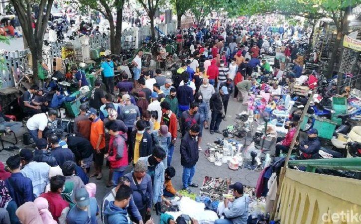 Pengunjung Membeludak! Begini Potret Pasar Klithikan Solo Minggu Pagi