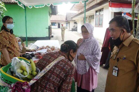 Gakin di Magelang Jadi Sasaran Operasi Pasar Murah