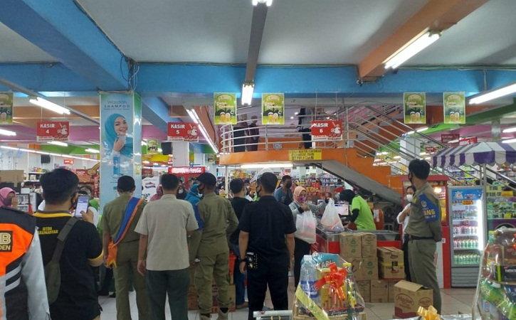 Duh! Pusat Perbelanjaan dan Tempat Makan di Jalan Lawu Karanganyar Masih Timbulkan Kerumunan