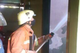 Berawal Muncul Asap dari Plafon, Rumah Warga Kalijambe Sragen Terbakar