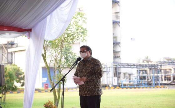 Menteri Koordinator Bidang Perekonomian Airlangga Hartarto saat memberi sambutan pada acara Pelepasan Penyaluran Bantuan Tabung Oksigen Dari Pemerintah Indonesia Kepada Pemerintah India di Cikande, Serang, Banten (10/5/2021).(Istimewa)
