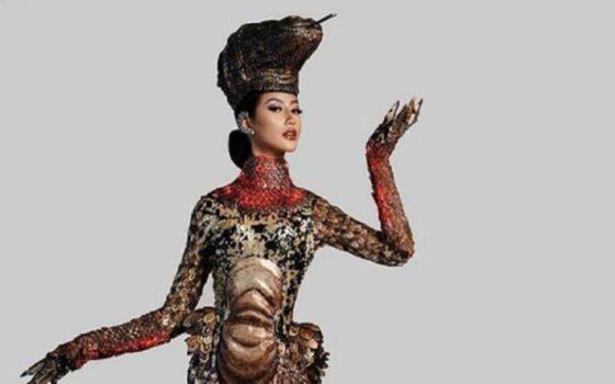 Ayu Maulida Kenakan Kostum Komodo di Panggung Miss Universe