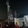 Waduh, Balon Udara Nyangkut di Tiang Listrik Gonilan Sukoharjo Bikin Waswas