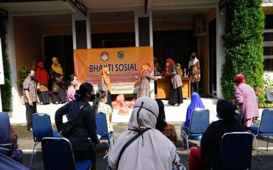 Dinas Pertanian Banjarnegara Bagikan 300 Paket Sembako