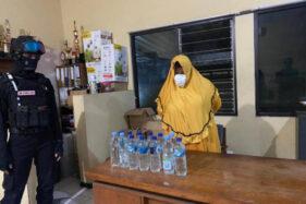Perempuan Lansia Asal Ponorogo Tertangkap Jual Ciu di Jebres Solo