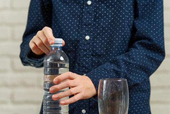 Ilustrasi botol air minum kemasan (Freepik)