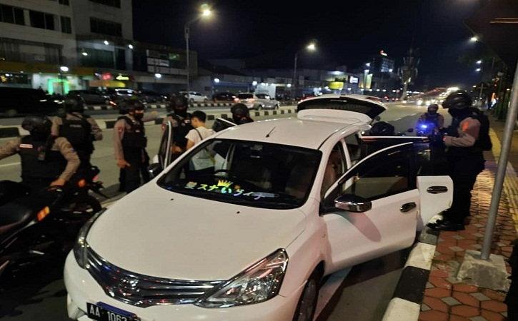 Nyetir Mobil Ugal-Ugalan di Jl Slamet Riyadi Solo, Pria Wonosobo Ini Ternyata Bawa Miras