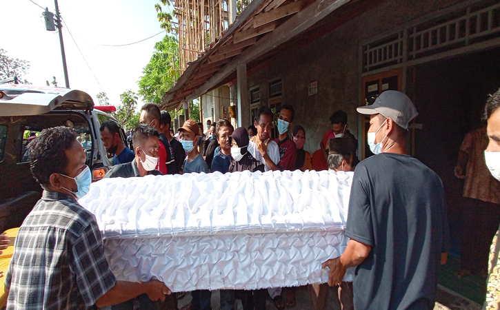 6 Jenazah Korban Perahu Terbalik Kedungombo Diserahkan kepada Keluarga