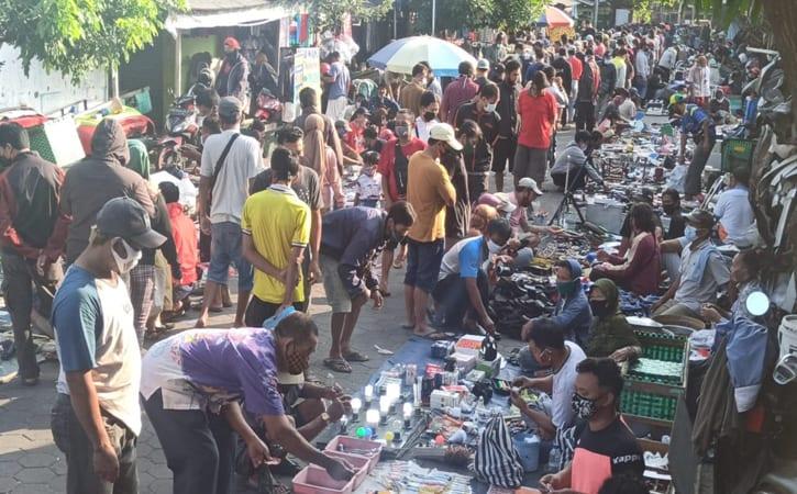 Puluhan Pedagang & Pengunjung Pasar Klithikan Notoharjo Solo Dites Antigen, Ini Hasilnya