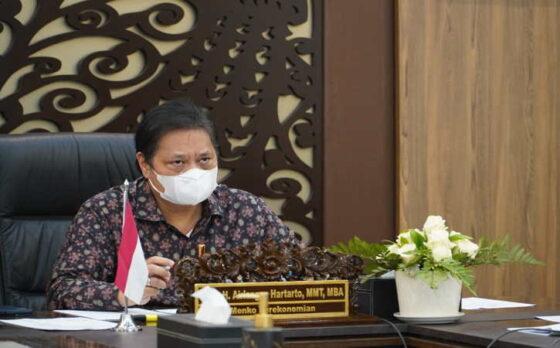 Menteri Koordinator Bidang Perekonomian Airlangga Hartarto saat memimpin Rapat Komite Kebijakan Pembiayaan bagi Usaha Mikro, Kecil, dan Menengah (UMKM), Senin (3/5/2021). (Istimewa)