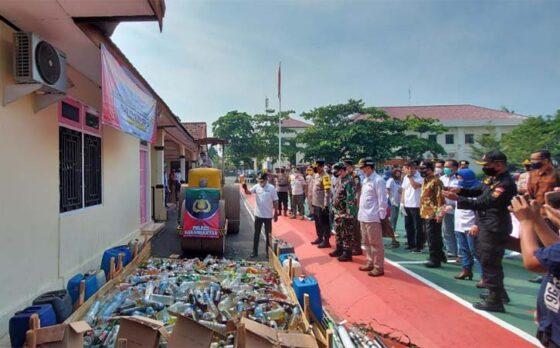 Polres Karanganyar Musnahkan Miras dan Mercon Hasil Operasi Cipta Kondisi