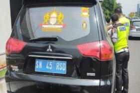 Ditilang karena Pakai Pelat Nomor Aneh, Pengemudi Mengaku Warga Kekaisaran Sunda Nusantara