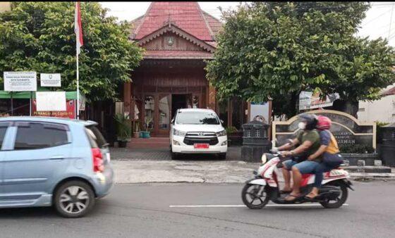 Mobil Dinas Wali Kota Solo Sudah 2 Hari Diparkir Di Kantor Kelurahan Gajahan, Ada Apa Ya?
