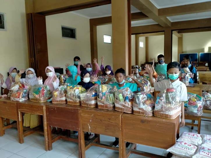 Siswa SD Muhammadiyah PK Boyolali Bikin Parsel Untuk Kaum Duafa