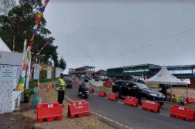 Pedagang di Cemara Kandang Karanganyar Protes Warungnya Sepi Karena Penyekatan