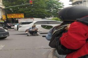 Viral Pria Ngeyel Pakai Kursi Roda di Tengah Jalan Widuran Solo, Bisa Picu Kecelakaan Maut