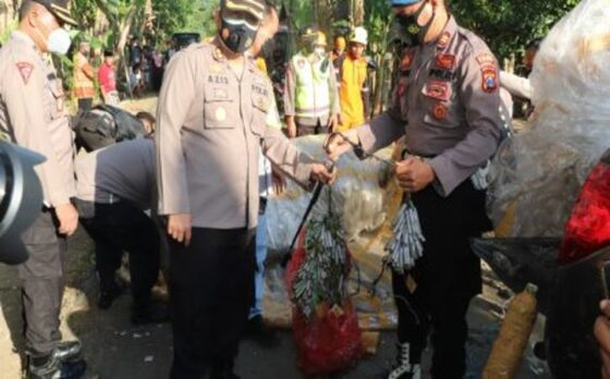Polisi Ponorogo Gelar Razia, Balon Udara dan Ratusan Petasan Disita