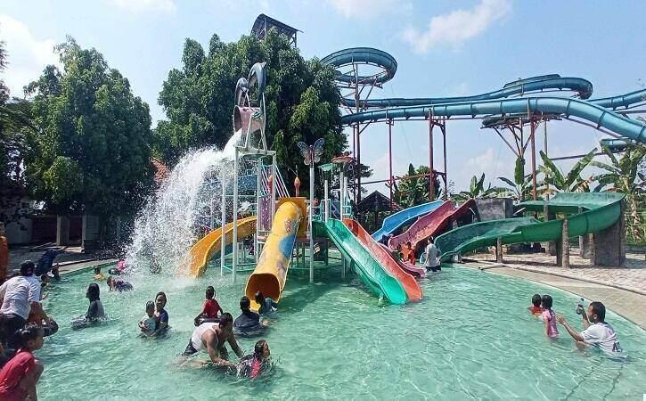 Ribuan Pengunjung Serbu Ndayu Park Sragen di H+2 Lebaran