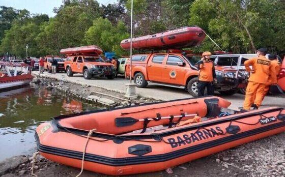 Sejumlah sukarelawan bersiaga untuk melakukan pencarian korban perahu terbalik di Waduk Kedung Ombo, Boyolali. (Solopos/Akhmad Ludiyanto)