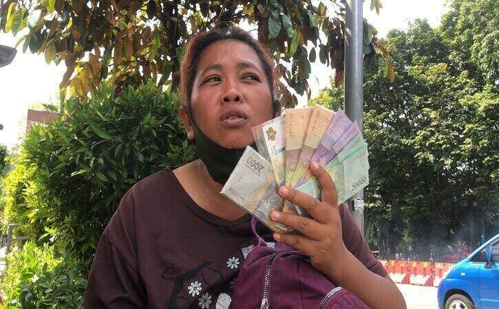 Kisah Bakul Perangko di Solo Nemu Uang Rp20 Juta & Dikembalikan ke Pemiliknya
