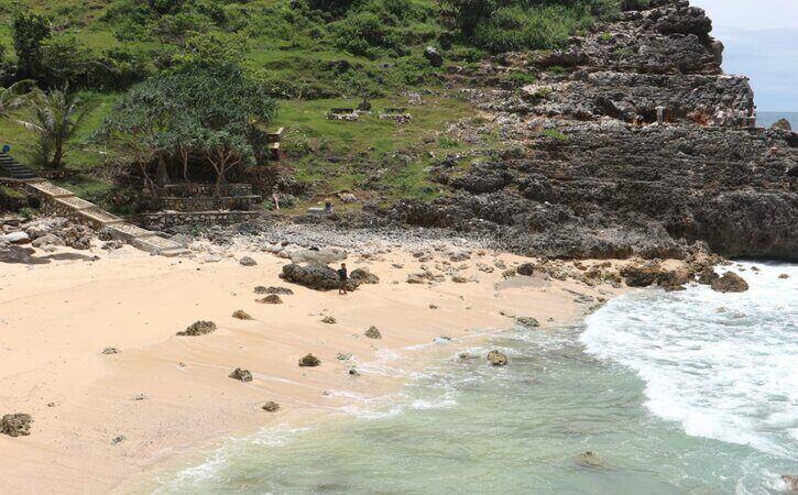Tak Cuma Nampu & Sembukan, Wonogiri Punya 18 Pantai Cantik dan Perawan