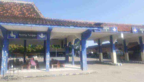 Kondisi ruang tunggu Terminal Sukoharjo sepi penumpang pada sehari setelah Lebaran, Sabtu (15/5/2021). (Solopos.com/Bony Eko Wicaksono)