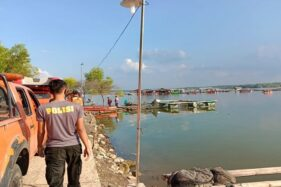 Aparat kepolisian melakukan observasi dan pencarian korban perahu terbalik di Waduk Kedungombo, Kemusu, Boyolali, Sabtu (15/5/2021). (Solopos/Akhmad Ludiyanto)