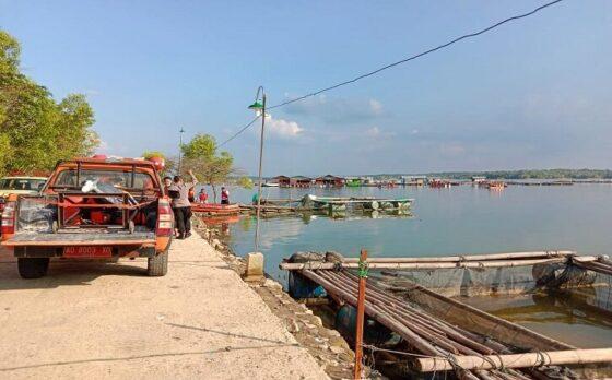 Tim SAR melakukan pencarian korban perahu terbalik di Waduk Kedungombo wilayah Kemusu, Boyolali, Sabtu (15/5/2021). (Solopos/Akhmad Ludiyanto)