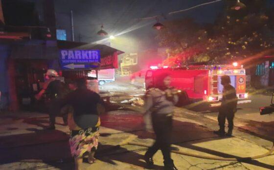 Warung Seafood di Ketelan Solo Terbakar, Kerugian Puluhan Juta Rupiah