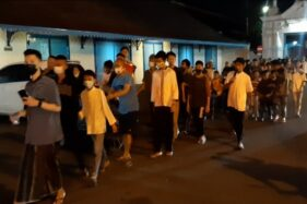 Warga Baluwarti Solo Takbir Keliling, Polisi Minta Dipercepat & Segera Bubar
