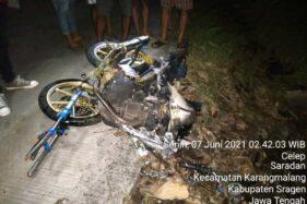 Tabrak Pohon Jati, Sepeda Motornya Terbakar, Warga Kedawung Sragen Meninggal di Tempat