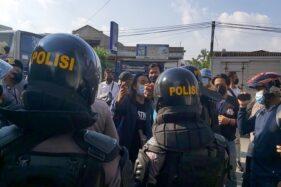 Aksi Demo Soloraya Menggugat di Kartasura Dibubarkan Polisi