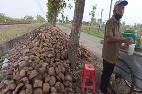 Ribuan Limbah Kelapa Sepanjang 500 Meter Numpuk Bertahun-Tahun di Dekat TPS Nglorog Sragen