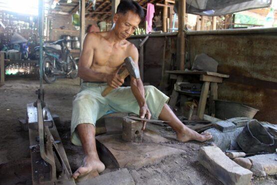 Denting Besi Jadi Penanda Kehidupan di Purworejo, Jurangjero, Karangmalang, Sragen