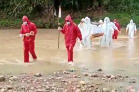 Kisah Sukarelawan Pemakaman Covid-19 di Wonogiri: Jalan Kaki 1 Km Lewat Sungai Sampai ke Makam