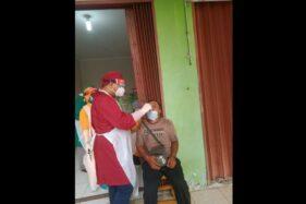 Pakai Masker Tak Sempurna, Bakul-Pengunjung Pasar Ir Soekarno Sukoharjo Langsung Dites Antigen