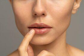 Meski Pakai Masker, Tetap Perhatikan Perawatan Bibir Agar Tidak Kering
