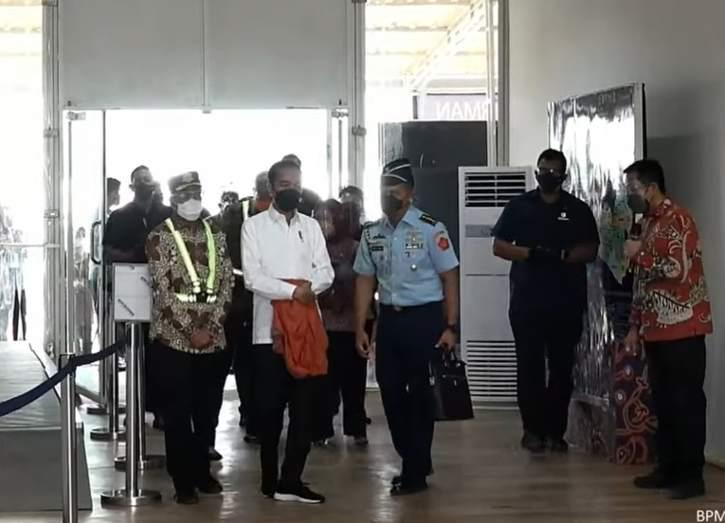 Kunjungi Bandara Purbalingga, Jokowi: Semoga Bisa Pacu Ekonomi Jateng Selatan