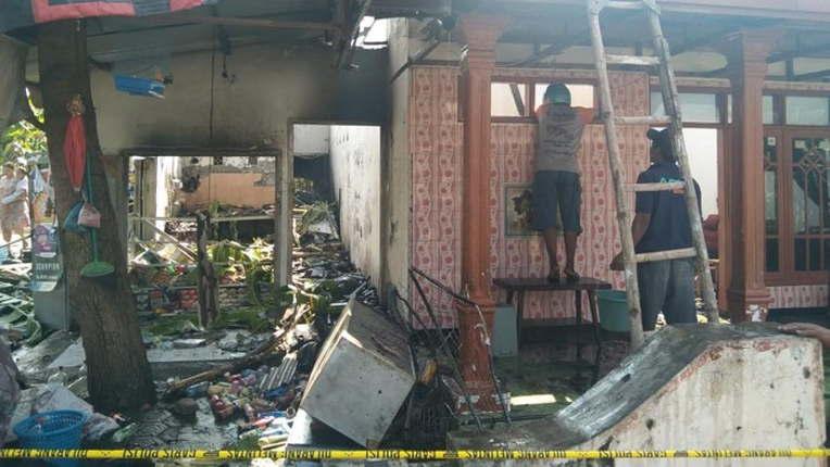 Pertalite Tumpah Disambar Api dari Kompor, Toko dan Rumah di Jombang Hangus