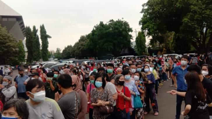 2 Pelanggaran Prokes di Jateng Hari Ini: Vaksinasi di Kantor Gubernur & Kerumunan di McD
