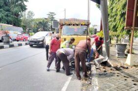 Rem Blong, Truk Tabrak Motor dan Rambu Penunjuk Jalan Selatan Tugu Wisnu Manahan Solo